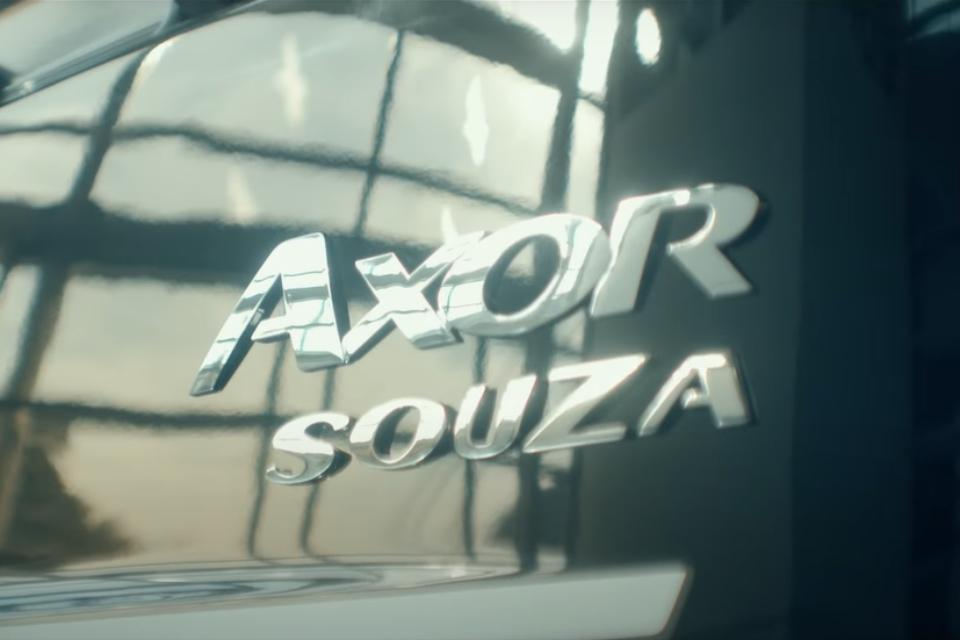 Caminhão Axor com sobrenome Souza