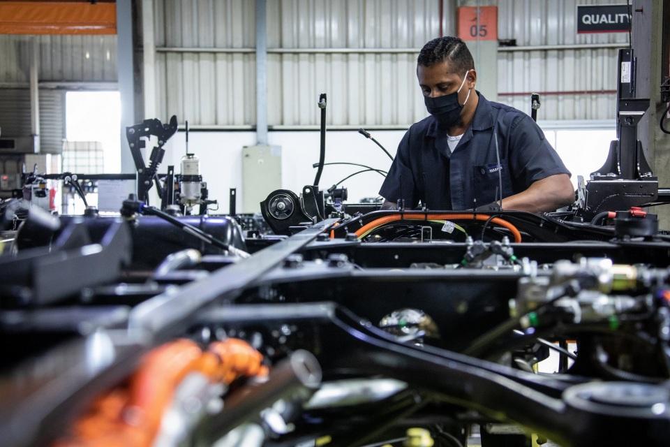 Instituto Renault lança coleção 'Be Proud' com valor revertido para ONG. Foto: Renault.