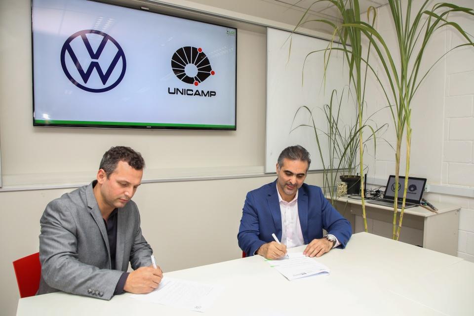 Volks assina compromisso de pesquisas sobre etanol com Unicamp. Foto: VW.