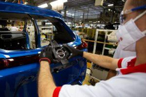 Linha de produção da Nissan em Resende